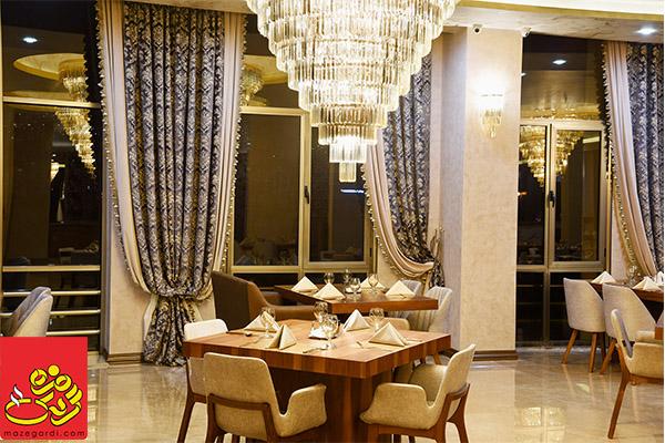 رستوران برای مهمانی خانوادگی